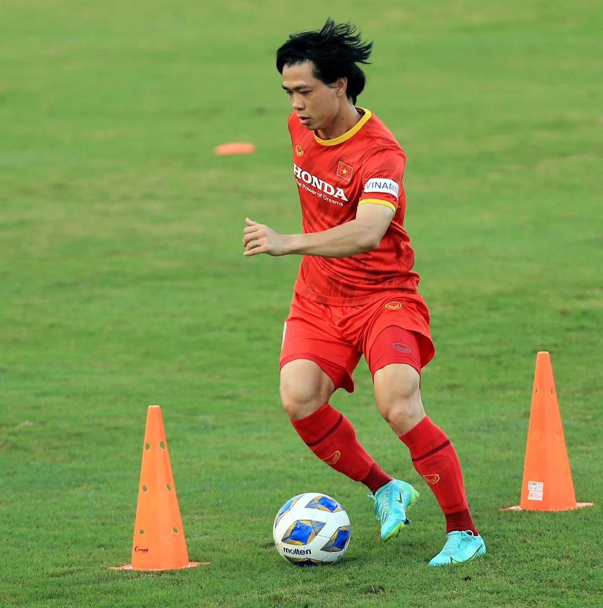 Trở lại ĐT Việt Nam, Công Phượng ghi 4 bàn trong 3 trận liên tiếp - Ảnh 1.