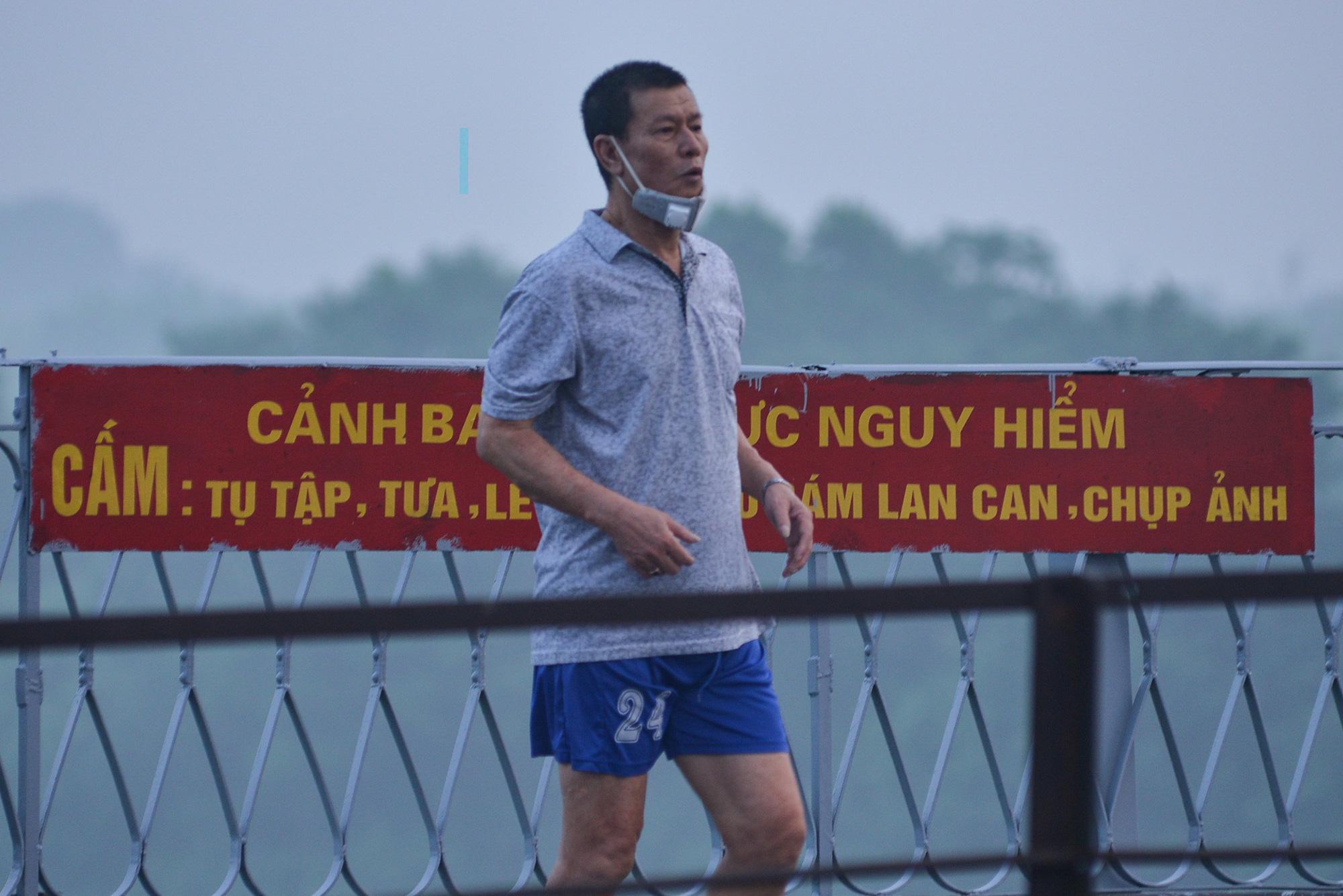 Bình minh trên những cây cầu sau khi Hà Nội nới lỏng giãn cách xã hội - Ảnh 12.