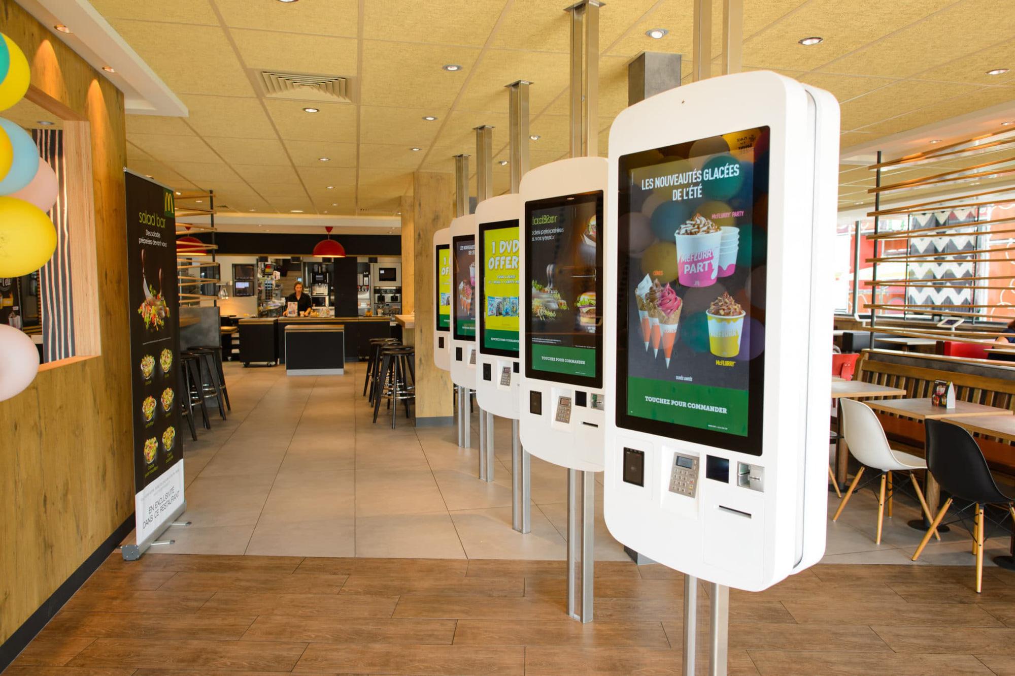 Chúng ta đang dần bước vào một kỷ nguyên mới của ngành công nghiệp nhà hàng được định hình bởi công nghệ, bán tự động hóa và hiệu quả. Ảnh: @AFP.
