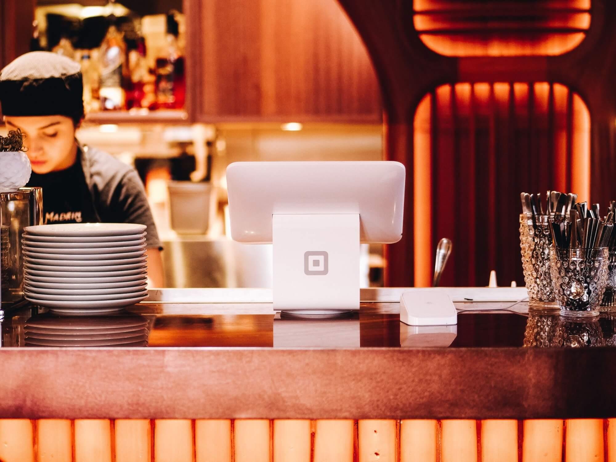 Ngành dịch vụ ăn uống, giống như nhiều ngành khác đã có sự phát triển rõ rệt không chỉ về mặt công nghệ. Hình thức tổ chức kinh doanh nhà hàng hoặc cách thức khách hàng có thể đặt bữa ăn cũng đã thay đổi. Ảnh: @AFP.