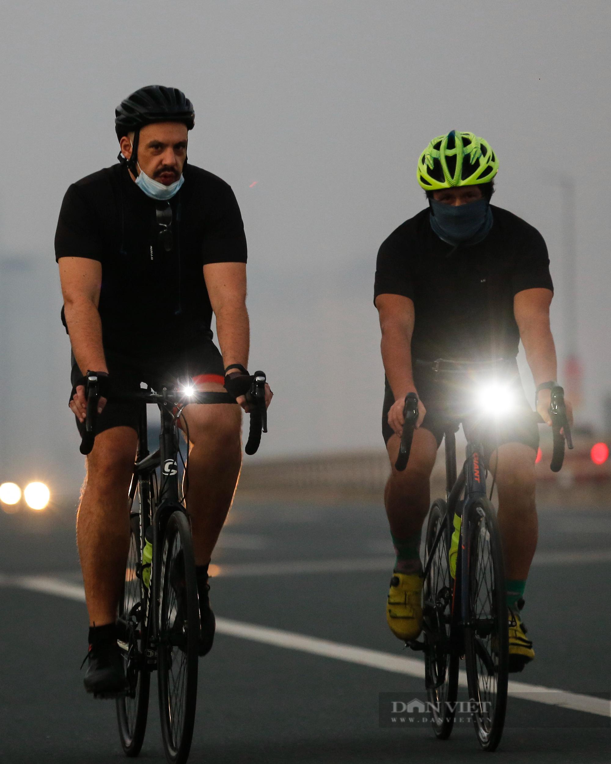 Người Hà Nội mở đường đua xe đạp sau khi nới lỏng giãn cách - Ảnh 6.