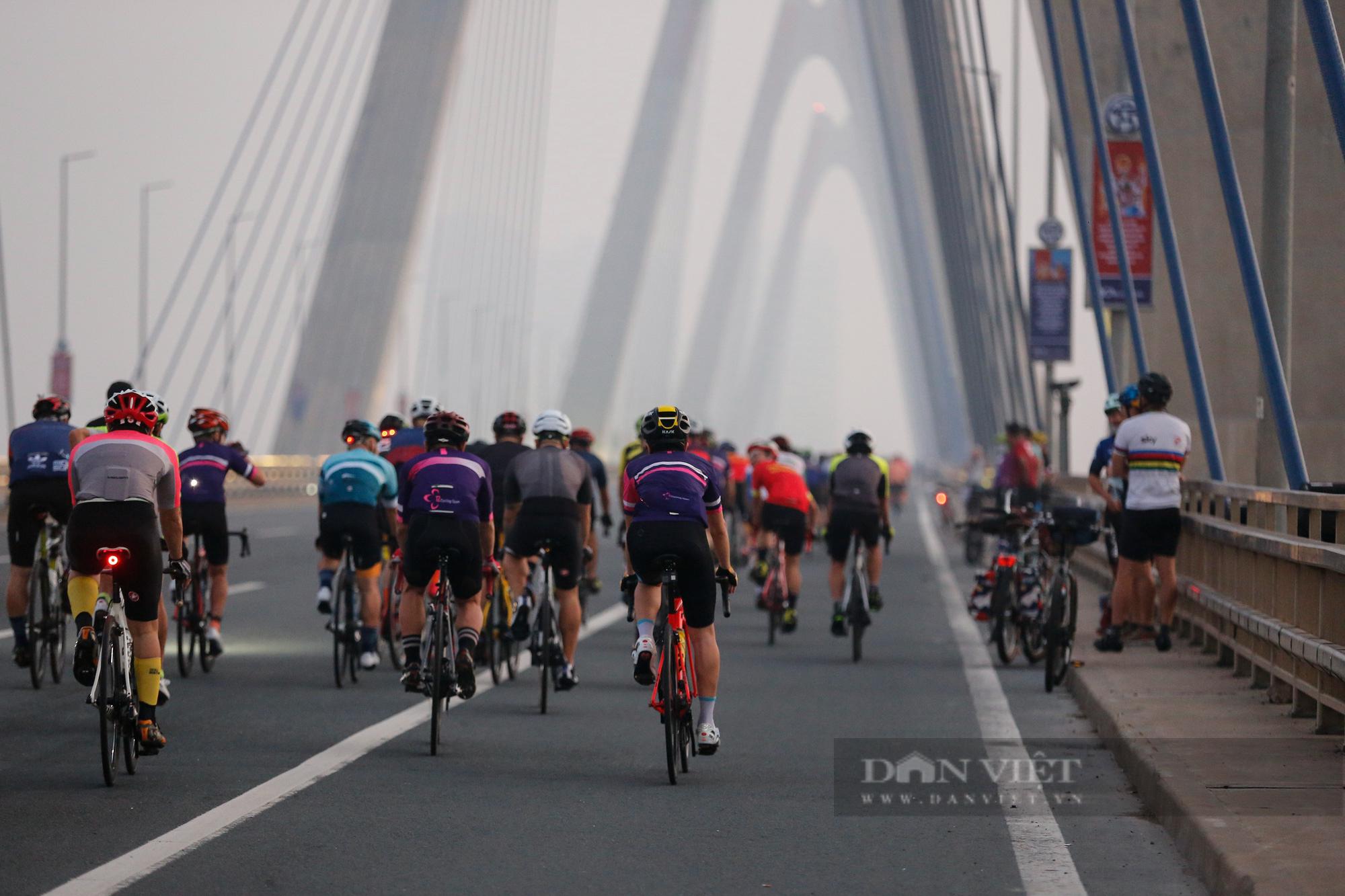 Người Hà Nội mở đường đua xe đạp sau khi nới lỏng giãn cách - Ảnh 9.