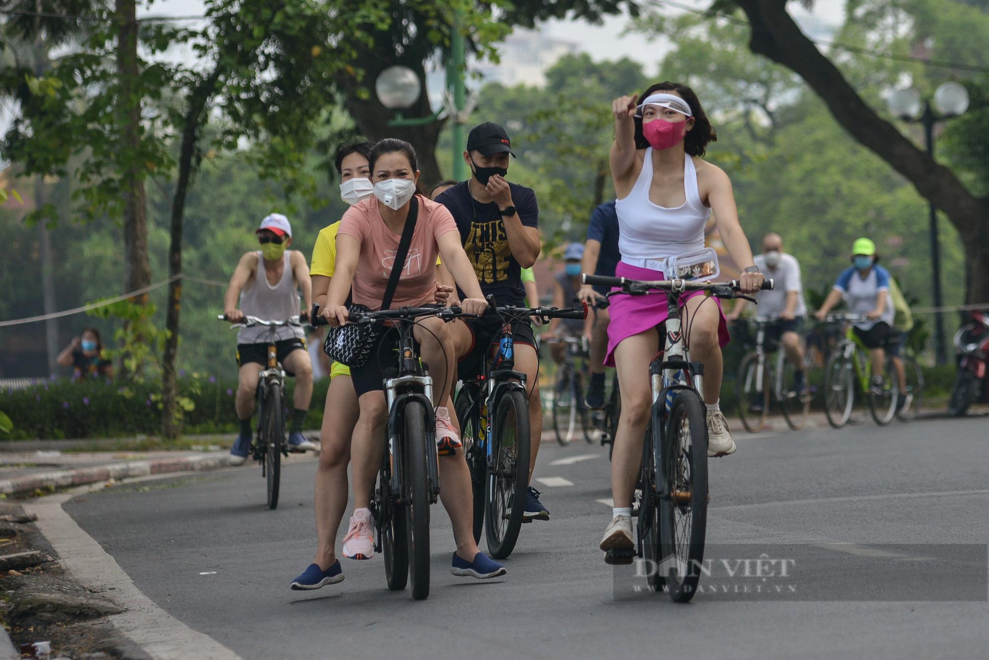 Người Hà Nội mở đường đua xe đạp sau khi nới lỏng giãn cách - Ảnh 12.