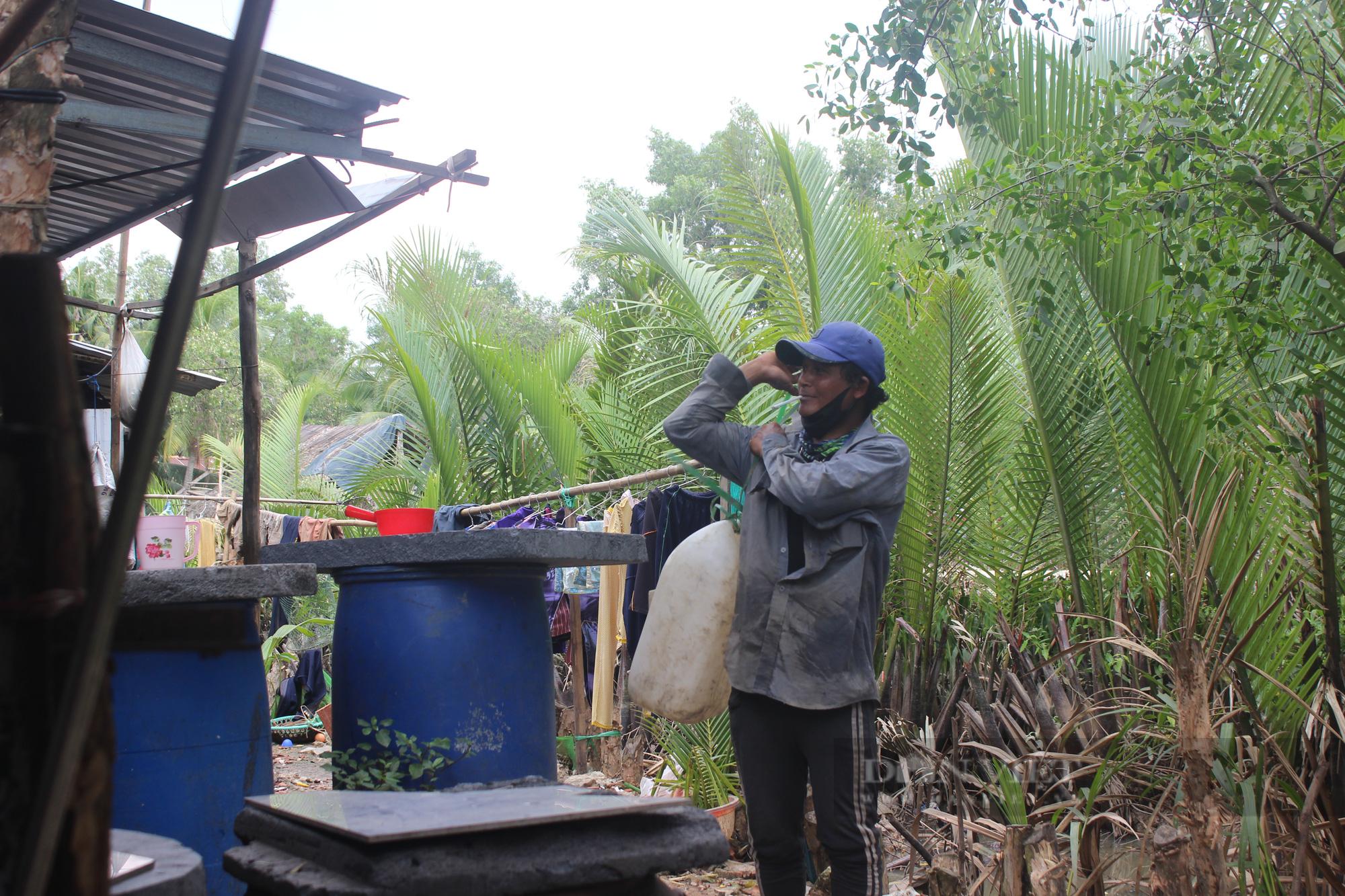 Ảnh: Người dân lao động mò cua, bắt cá lay lắt sống qua ngày tại TP.HCM - Ảnh 12.