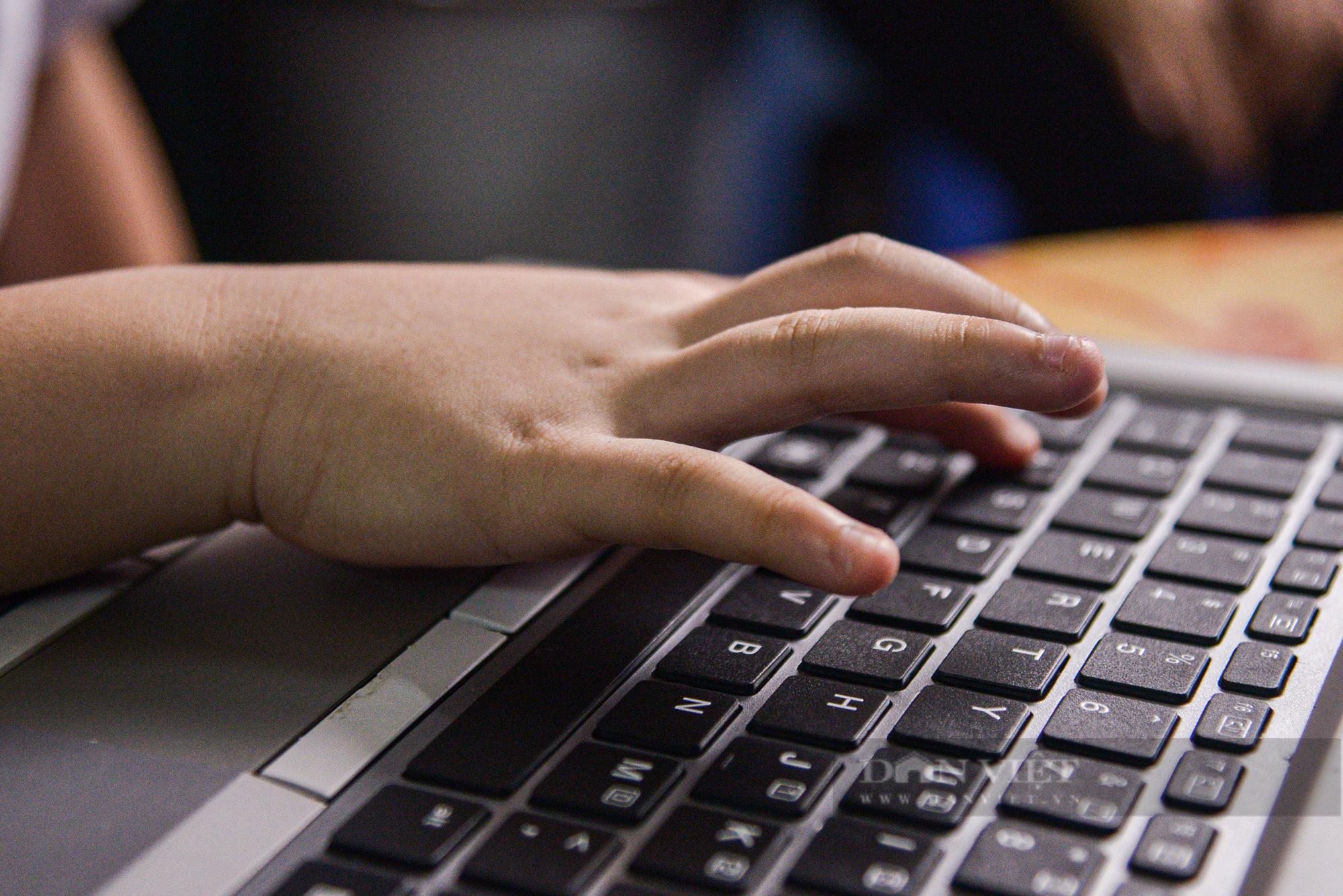 Hà Nội: Tặng máy tính cho trẻ em nghèo học online - Ảnh 7.