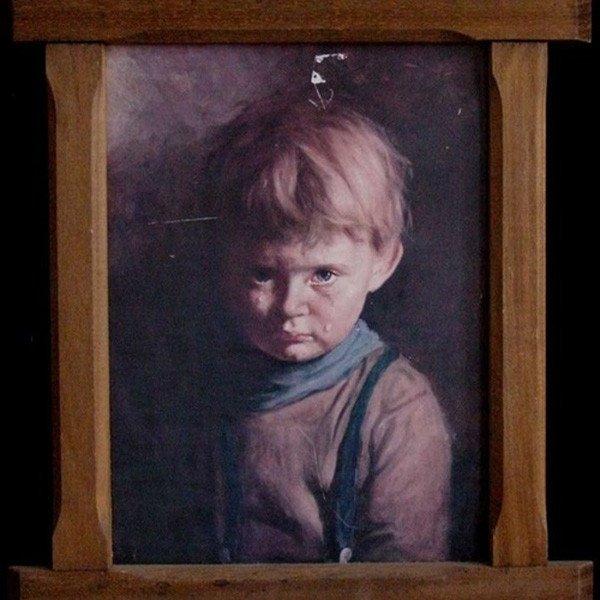 """Vì sao bức tranh """"Cậu bé khóc"""" khiến tất cả mọi vật bị thiêu rụi? - Ảnh 1."""