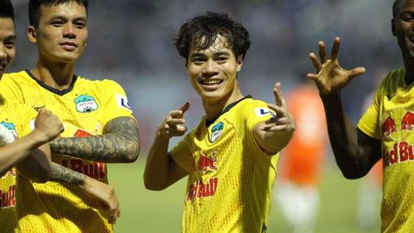 V.League 2021 bị hủy, cầu thủ Việt lao đao: Người thu gom phế liệu, kẻ làm công nhân - Ảnh 1.
