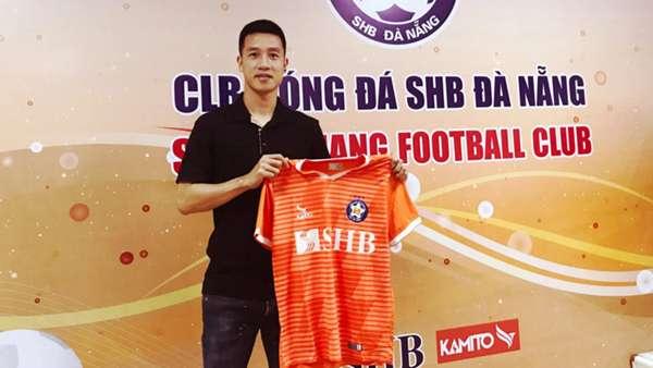 V.League 2021 bị hủy, cầu thủ Việt lao đao: Người thu gom phế liệu, kẻ làm công nhân - Ảnh 4.
