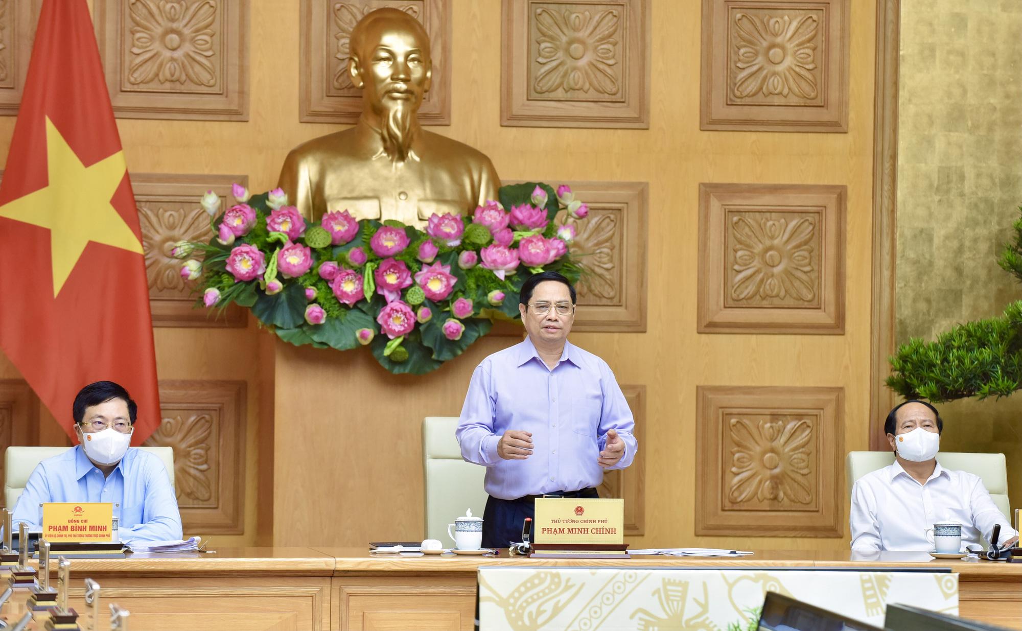 Thủ tướng phê bình nghiêm khắc các bộ, cơ quan, địa phương có tỉ lệ giải ngân vốn đầu tư công dưới 40% - Ảnh 1.