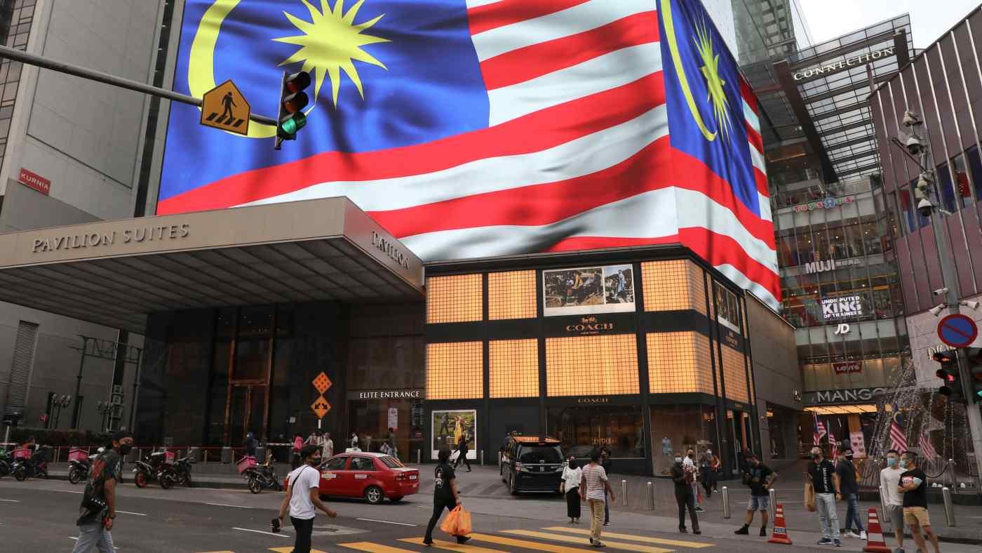 """Malaysia chuẩn bị mở cửa kinh tế vào tháng 10, học Singapore """"sống chung với Covid-19"""" - Ảnh 1."""