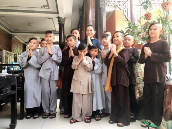 Mái ấm của ca sĩ Phi Nhung ở chùa Pháp Lạc, tỉnh Bình Phước: 13 con nuôi cùng mang họ Phạm - Ảnh 1.