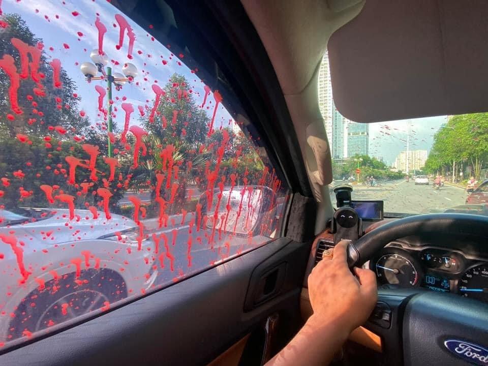 Hình ảnh hàng loạt xe ô tô bị tạt sơn ở Hà Nội - Ảnh 6.