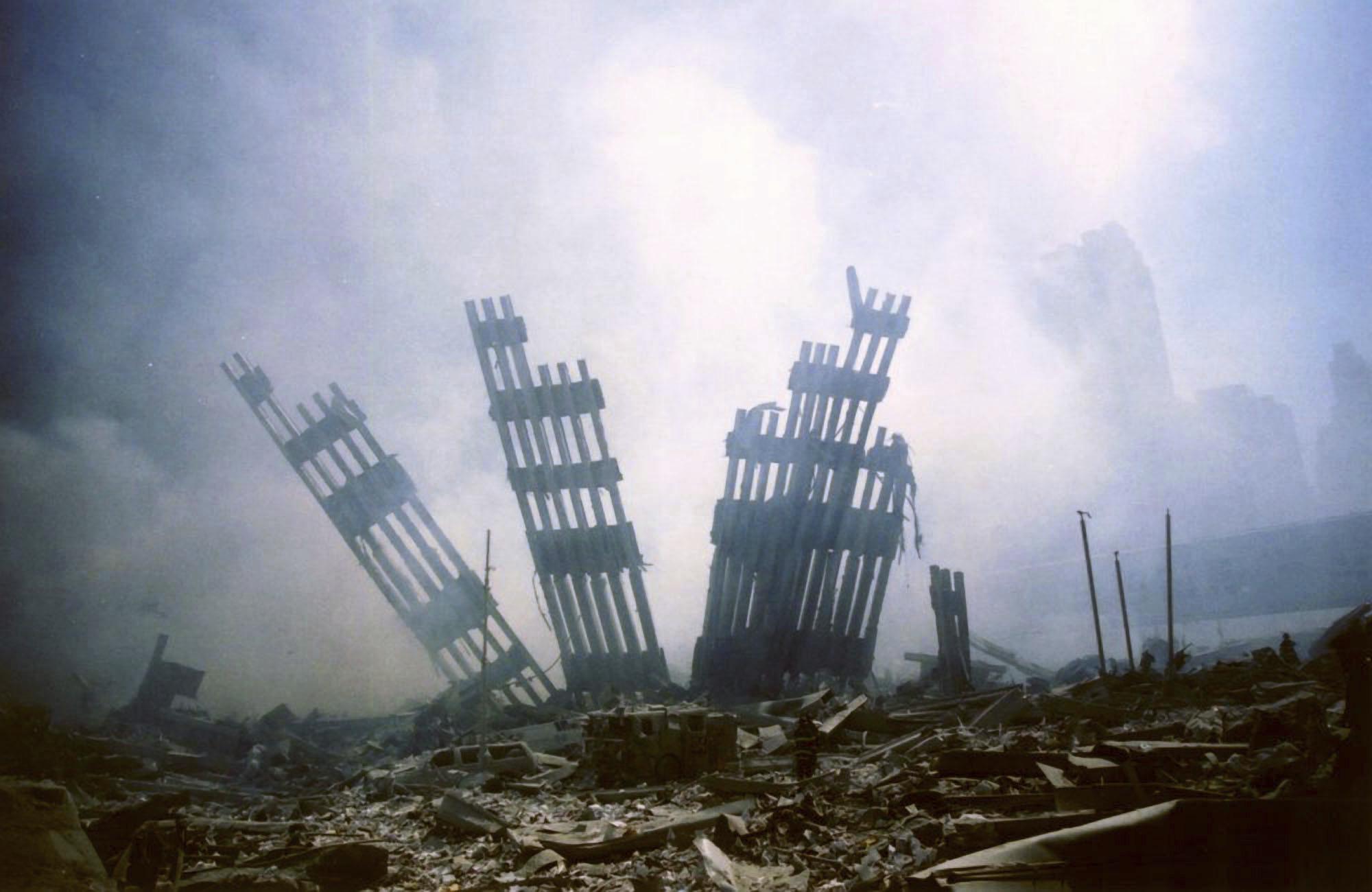 """20 năm sau vụ khủng bố 11/9 rúng động: """"Tôi nhớ..."""" - Ảnh 1."""