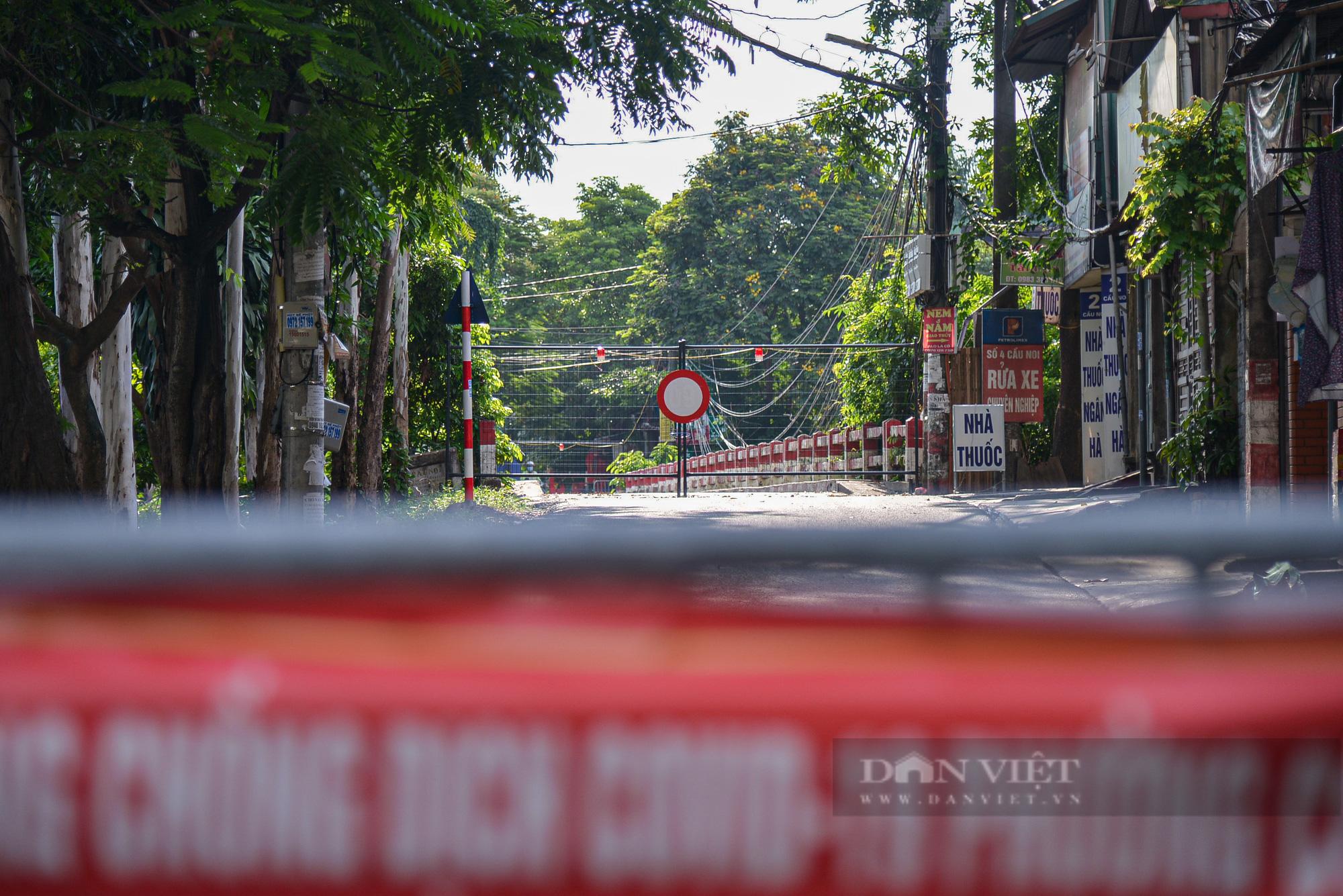 """Loạt tường rào biến mỗi địa phương trở thành một """"pháo đài"""" tại Hà Nội - Ảnh 5."""