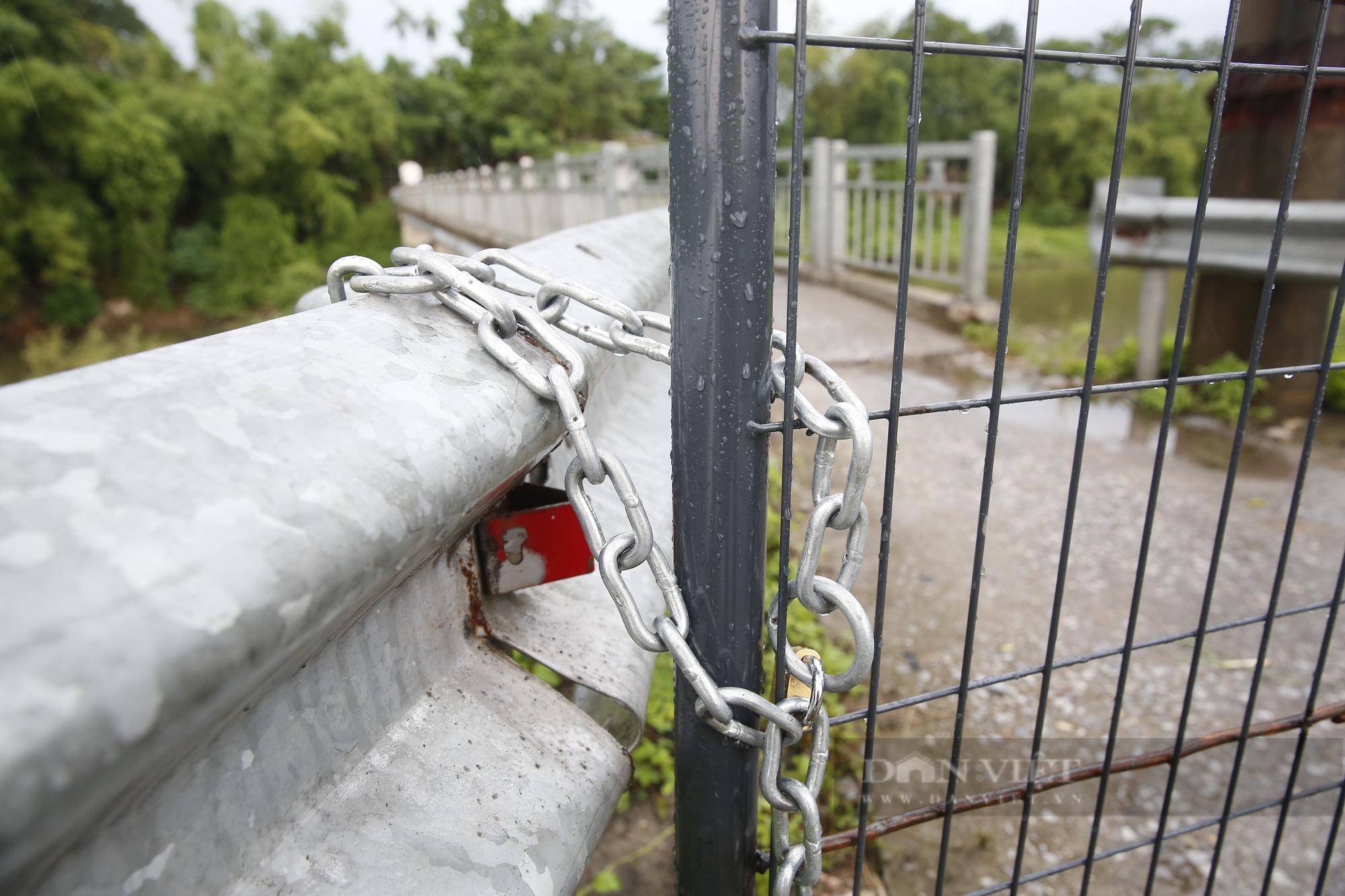 """Loạt tường rào biến mỗi địa phương trở thành một """"pháo đài"""" tại Hà Nội - Ảnh 7."""