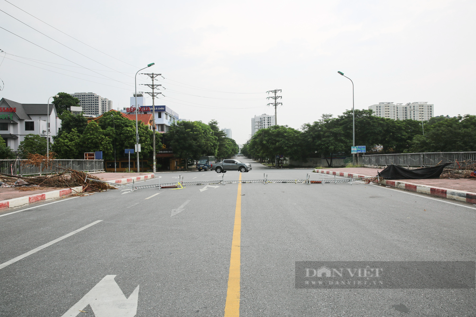 """Loạt tường rào biến mỗi địa phương trở thành một """"pháo đài"""" tại Hà Nội - Ảnh 11."""