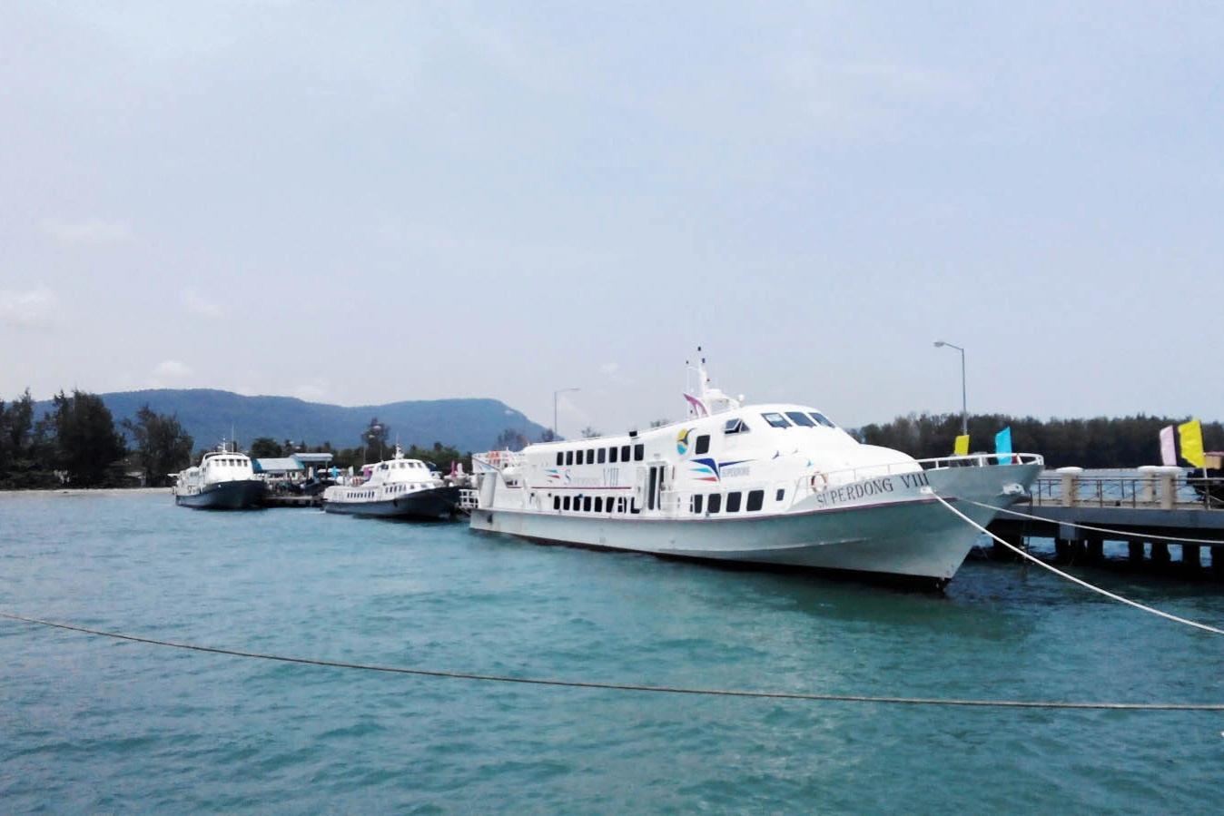 Phú Quốc: Cần tiêm 300.000 liều vaccine mới có thể đón khách du lịch trở lại - Ảnh 1.