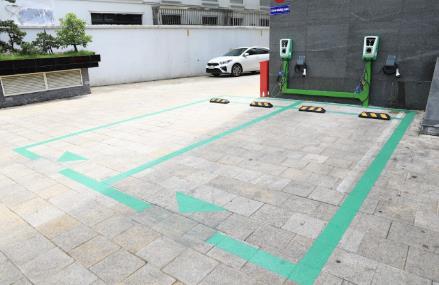 Viễn cảnh tương lai xanh sắp thành hiện thực với hơn 40.000 cổng sạc xe điện VinFast - Ảnh 2.
