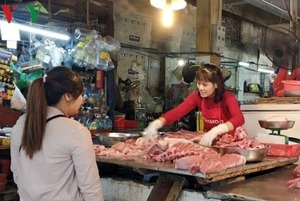 Thực phẩm sau Tết: Giá rau quả giảm, giá thịt vẫn tăng