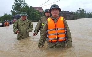 Chủ tịch UBND tỉnh Nghệ An Nguyễn Đức Trung vào tâm lũ Đô Lương và Thanh Chương