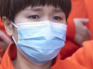 Nhân viên y tế rơi lệ, xúc động chia tay nhau khi rời Vũ Hán