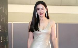 """Son Ye Jin mặc quyến rũ hút mắt xứng danh """"mỹ nhân đẹp nhất thế giới"""""""