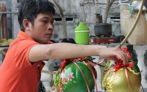 """Khánh Hòa: Chưa đến Tết mà một chàng trai trẻ đã kiếm bộn tiền từ nghề """"vẽ vời"""" lên trái cây"""