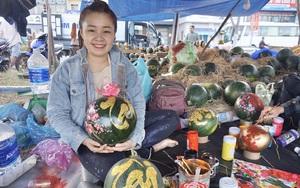 Đà Nẵng: Vẽ vời lên trái cây dịp Tết, nhiều người kiếm tiền triệu mỗi ngày