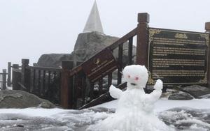 Mưa tuyết rơi trắng xóa trên đỉnh Fansipan ngày 27 Tết Tân Sửu 2021