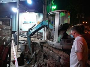 Sạt lở đất vùi lấp 2 công nhân làm cống thoát nước