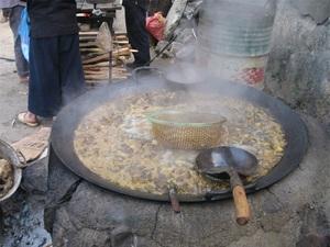 Đặc sản ẩm thực nổi tiếng bậc nhất của người Mông hóa ra là món ninh sôi sùng sục hàng tiếng đồng hồ