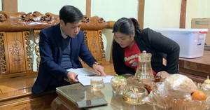 """Lai Châu: Nguyên Trưởng phòng GDĐT Mường Tè """"rút ruột"""" tiền ủng hộ người nghèo, lũ lụt Miền Trung?"""