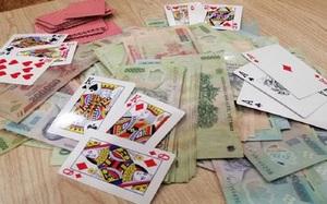 Tuyên án 3 cán bộ cấp huyện đánh bạc cùng 2 chủ doanh nghiệp ở Quảng Trị