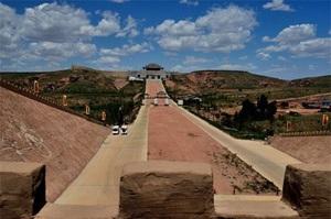 """Vì sao con đường Tần Thủy Hoàng xây dựng sau 2.000 năm lại """"không có một ngọn cỏ""""?"""