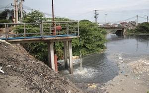 CLIP: Hai ngày bơm xả nước ô nhiễm gây ngập kinh hoàng ra sông Ngũ Huyện Khê, làng giấy Phong Khê vẫn chưa hết ngập