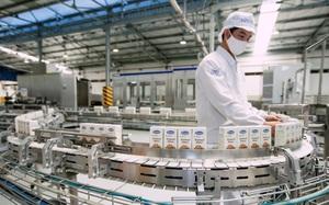 """Hệ thống """"khủng"""" 13 nhà máy là nội lực giúp Vinamilk dẫn đầu thị trường nhiều năm liền"""