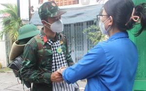 Học viên sĩ quan Lục quân 2 bịn rịn rời thành phố sau nhiều tháng hỗ trợ chống dịch Covid-19