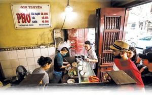 Hà Nội cho phép nhà hàng, quán ăn phục vụ tại chỗ, xe buýt, taxi hoạt động từ 6 giờ ngày 14/10