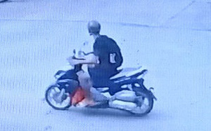Truy tìm kẻ đâm tài xế GrabBike trọng thương, cướp xe bỏ chạy