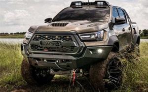"""Toyota Hilux trang bị gói phụ kiện """"xịn xò"""", trông hầm hố hơn hẳn"""