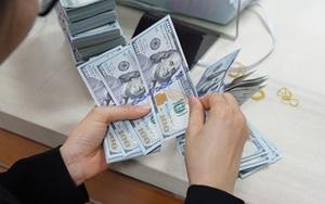 Kinh tế nóng nhất: Giá USD chợ đen bất ngờ tăng cao, VND sẽ biến động ra sao?