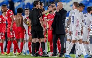 Bị Sevilla chia điểm, HLV Zidane thừa nhận Real Madrid vẫn gặp may