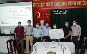 Hội Doanh nhân trẻ Việt Nam và Tập đoàn TTC tặng 1.000 bộ kit xét nghiệm SARS-CoV- 2 cho Huế