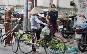 """Dịch Covid-19 diễn biến """"nóng"""": Chợ cóc, chợ tạm vẫn bán cố sau khi có lệnh cấm"""