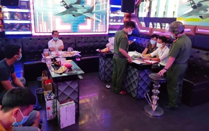 """Đà Nẵng: Bất chấp lệnh cấm, quán karaoke vẫn mở cửa cho khách """"vui vẻ"""""""