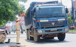 Ảnh: CSGT Quảng Bình xử lý hơn 500 xe chở quá khổ, quá tải, tổng tiền phạt lên đến hàng tỉ đồng