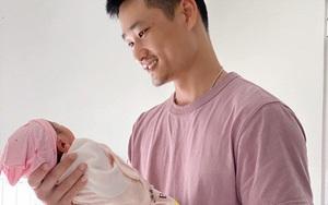 """Diễn viên Bảo Thanh """"Về nhà đi con"""" vừa sinh con gái"""