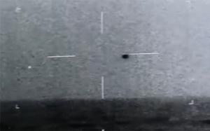 Choáng váng trước cảnh UFO lao thẳng xuống nước với vận tốc 150 dặm/giờ