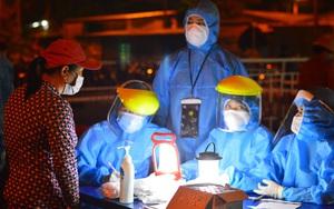 Xuyên đêm lấy mẫu xét nghiệm Covid-19 tại chợ cá lớn nhất Đà Nẵng