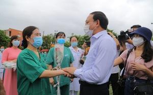 """200 nhân viên y tế Quảng Ninh lên đường """"chi viện"""" Bắc Giang chống dịch Covid-19"""